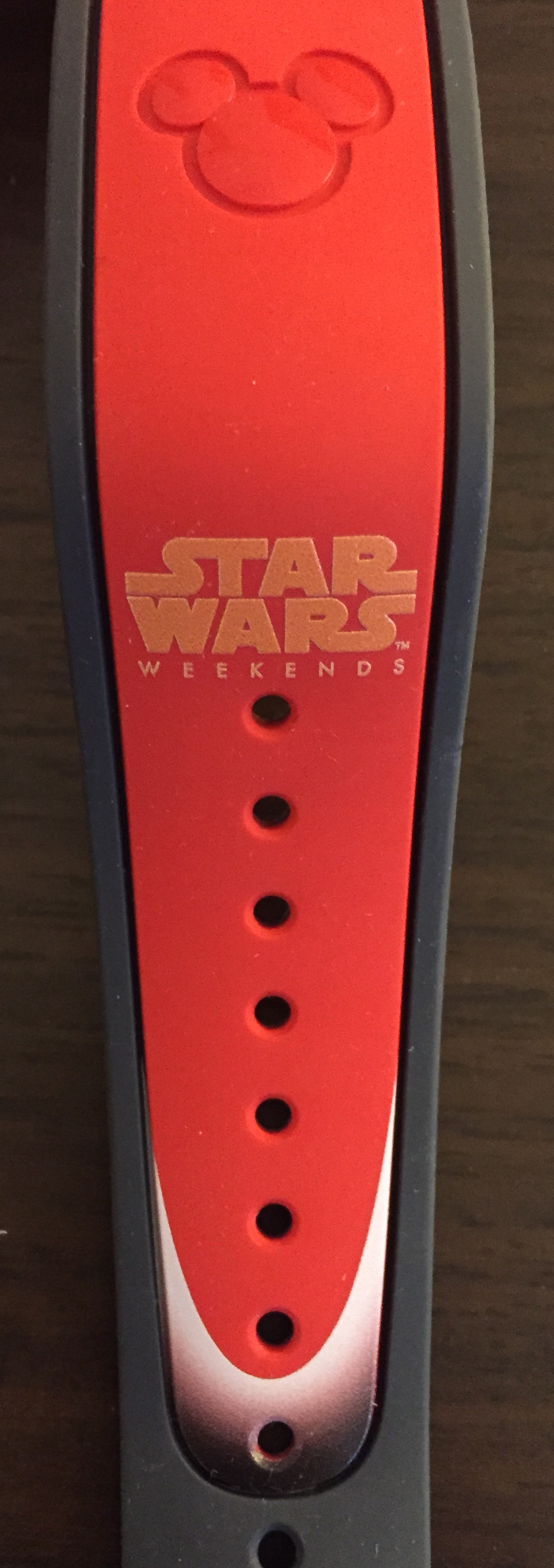 red_lightsaber_magicband_2